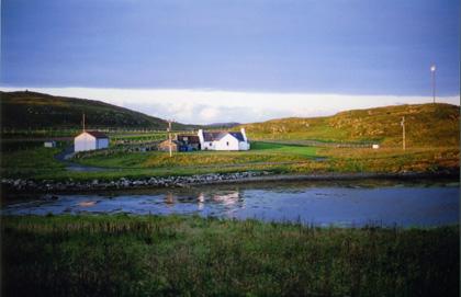 絵本のような、スケリー島の小さな石の家